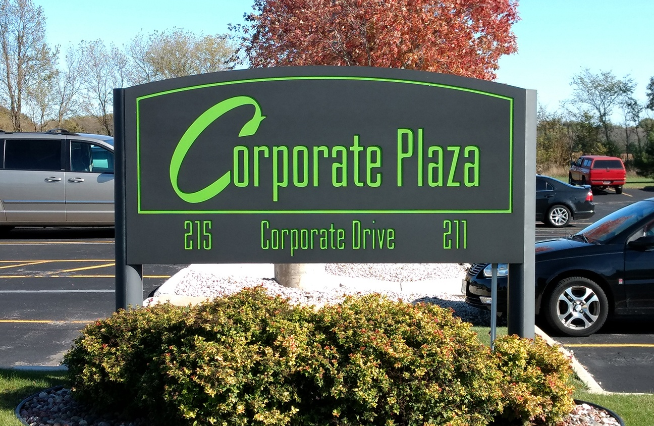 Corporate Plaza Lighted Signs – Design Advertising | 920 885 3100